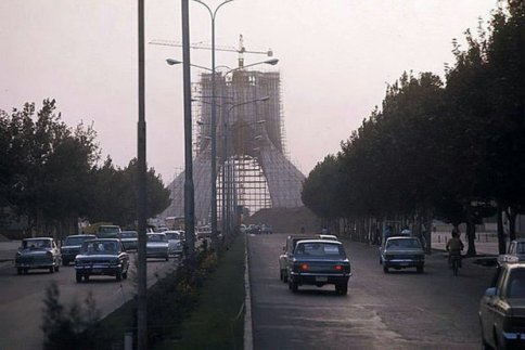 عکس برج آزادی در حال ساخت