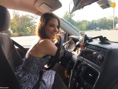 رانندگی توسط زن بی دست و پا