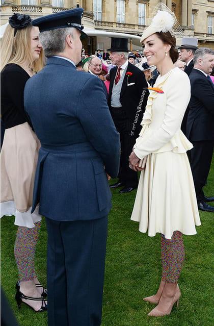 کت و دامن کرم روشن به سبک کیت میدلتون Kate Middleton,کت و دامن,کیت میدلتون,مدل کت و دامن,کت و دامن کیت میدلتون,مدل کت و دامن به سبک کیت میدلتون