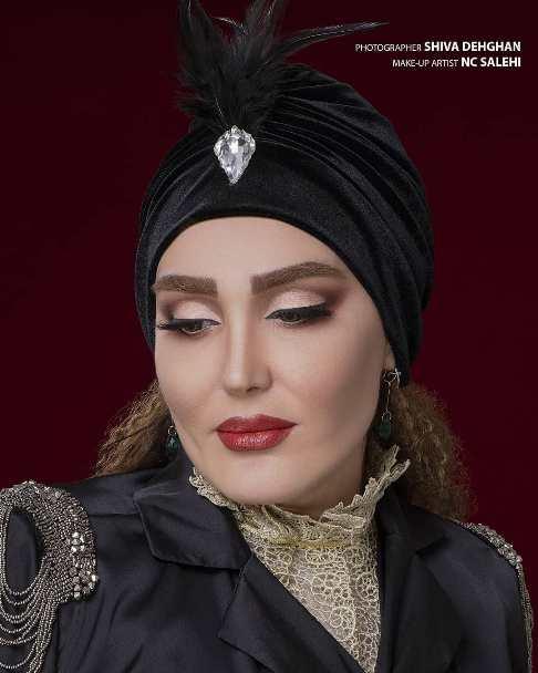 عکس تبلیغاتی زهره فکور صبور برای یک سالن زیبایی