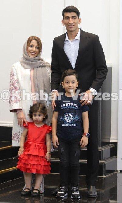 بیرانوند به همراه همسر و فرزندانش
