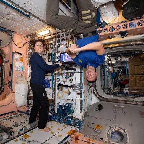 وضیعت فضانورد زن و مرد در ایستگاه فضایی