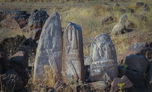 سنگنگارههای گورستان باستانی اردبیل