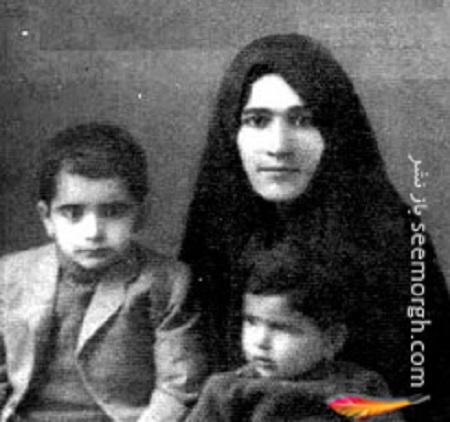 استاد شجریان در کودکی در کنار مادر