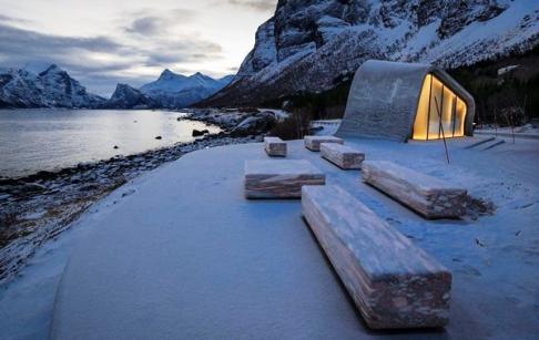 منظره زیبای توالت عمومی در نروژ