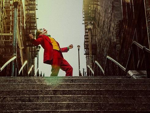 رقص جوکر روی پله ها,عکس اینستاگرامی روی پله های جوکر,عکاسی کاربران اینستاگرام روی پله های جوکر