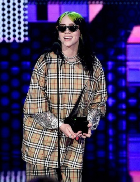Billie Eilish بهترین خواننده در سبک راک آلترنتیو