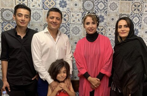علیرضا فغانی و همسر و فرزندانش در کنار شبنم قلی خانی