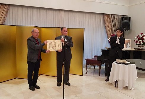 اهدای تقدیرنامه وزیر امور خارجه ژاپن به کمال تبریزی