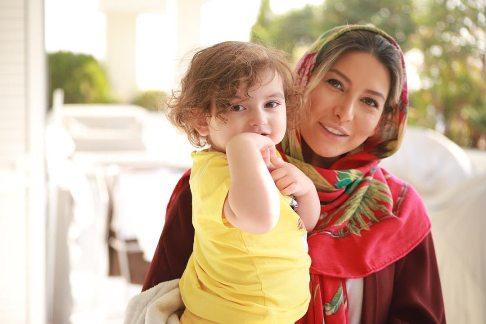 فریبا نادری در کنار دخترش