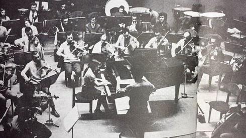 فرشاد سنجری در زمان تمرین برای کنسرتی در تهران
