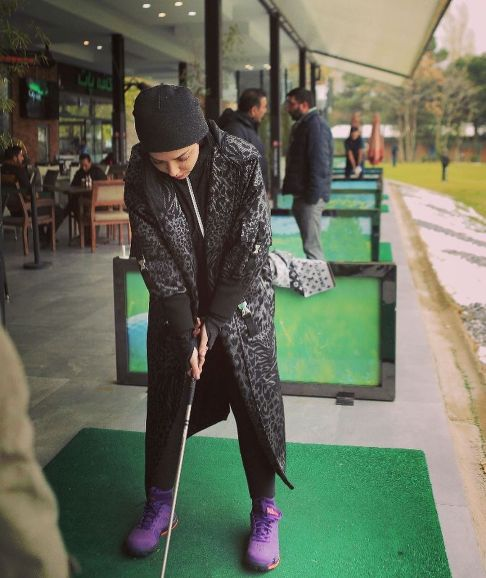 عکس جدید لیلا اوتادی در حال گلف بازی کردن