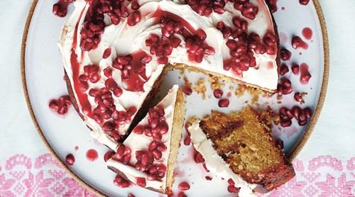 طرز تهیه کیک انار برای شب یلدا