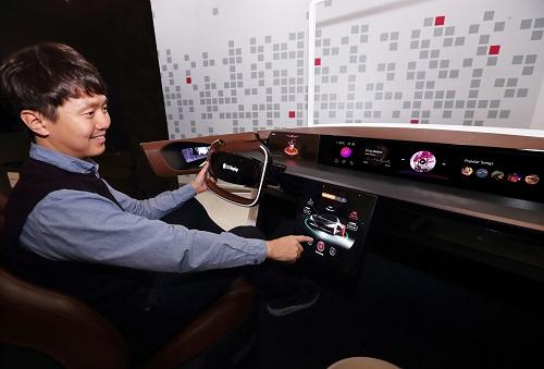 (LG Display) Automotive OLED Displays at CES 2020.jpg