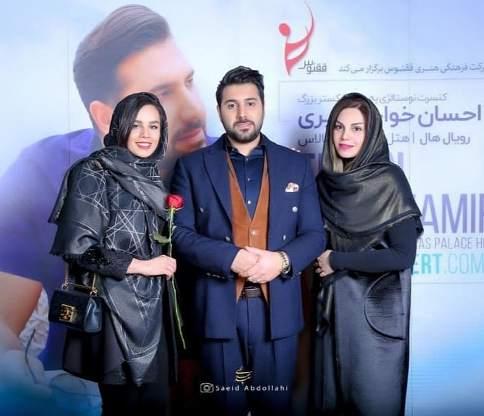 احسان خواجه امیری در کنار خواهرش و همسرش