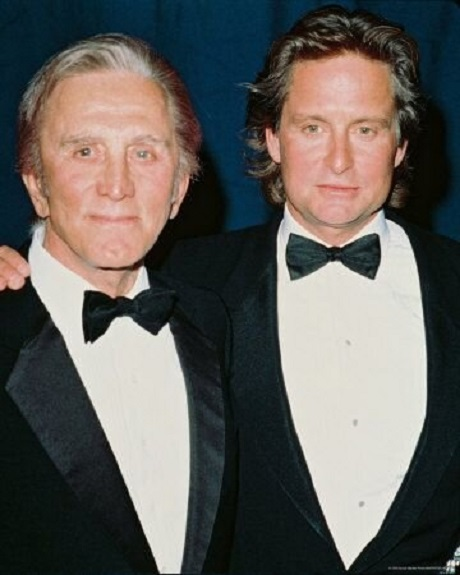 کرک داگلاس در کنار پسرش مایکل