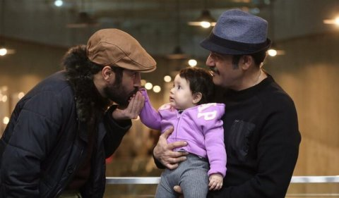 بوسه نوید محمدزاده بر دست دختر مهران غفوریان