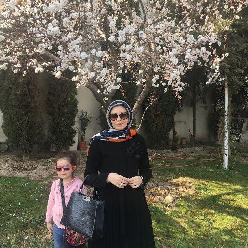 گردش بهاری آزاده نامداری بدون چادر! عکس