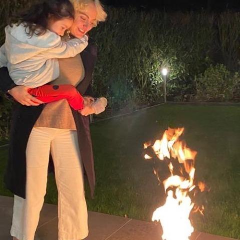 مهناز افشار و دخترش در چهارشنبه سوری