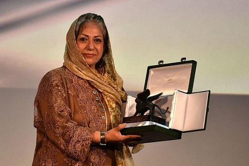 رخشان بنی اعتماد برنده شیر نقرهای بهترین فیلمنامه جشنواره ونیز