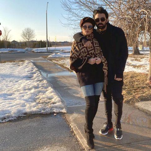 روناک یونسی در کنار همسرش