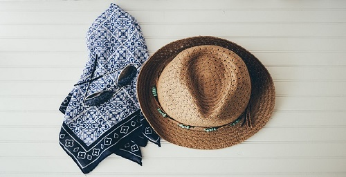accessories-like-hat-and-scarf.jpg