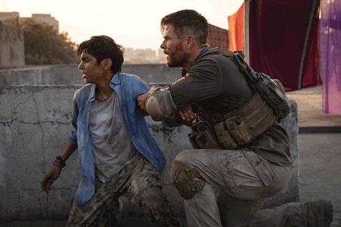 کریس همسورث در فیلم Extraction