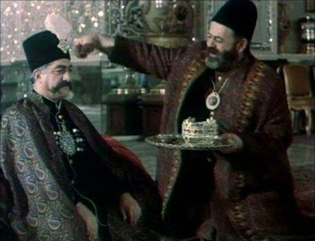 محمدعلی کشاورز و عزت الله انتظامی در فیلم کمال الملک