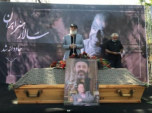 امین تارخ در مراسم خاکسپاری محمدعلی کشاورز