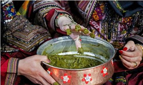 ظرف مسی حنا در عروسی در کلات نادری