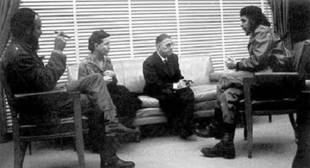 سارتر و دوبووار در حال گفتگو با چه گوارا در کوبا