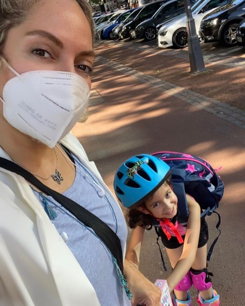 مهناز افشار و دخترش در آلمان