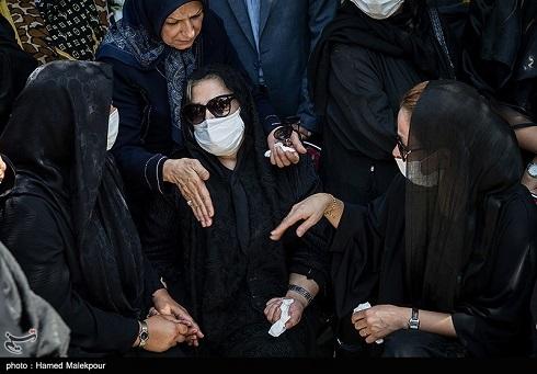 همسر سیروس گرجستانی در مراسم تشییع