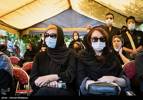 افسانه بایگان و فاطمه گودرزی در مراسم تشییع پیکر زندهیاد سیروس گرجستانی