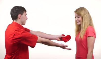 برای عاشق کردن کسی که دوستش دارید، به او نگاه کنید,5 روش عاشق کردن کسی که دوستش دارید