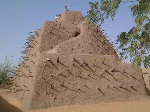 ساختمان هرمی مقبره عسکیا