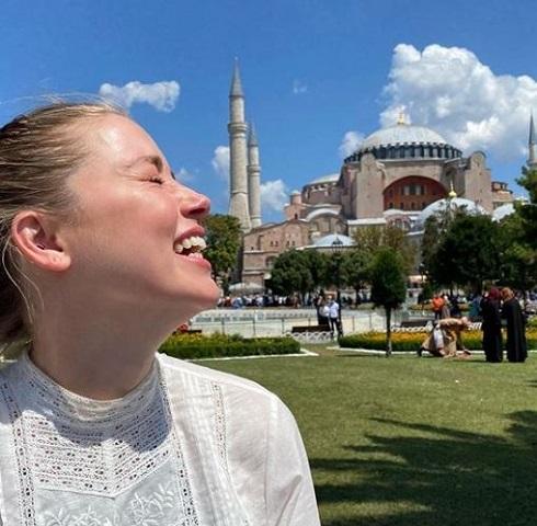 عکس امبر هرد در استانبول