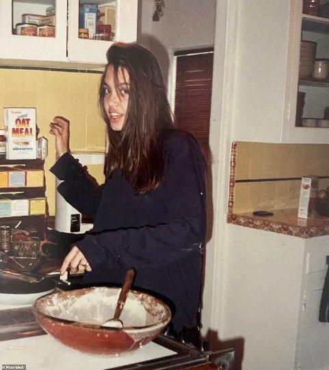 عکس آنجلینا جولی در نوجوانی اش