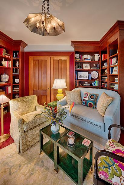 کتابخانه خانگی به رنگ چوب راش با مبلمان ترکیبی آبی و طرح دار,مدل کتابخانه خانگی دیواری، ایده هایی نو، جذاب، گرم و دلنشین