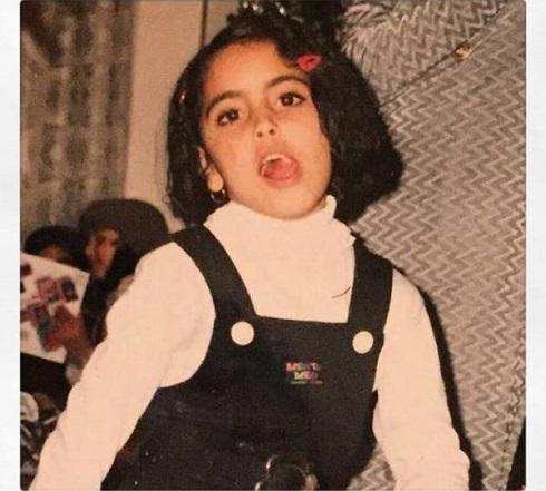 عکس ساناز طاری در کودکی