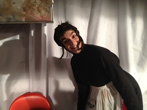 الیکا عبدالرزاقی در نمایش بازرس هاند واقعی