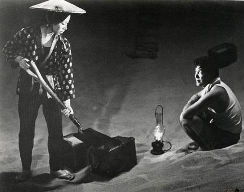 فیلم ژاپنی زن در ریگ روان
