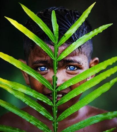 راز قبیله ای که تمام اهالی اش چمشان آبی دارند