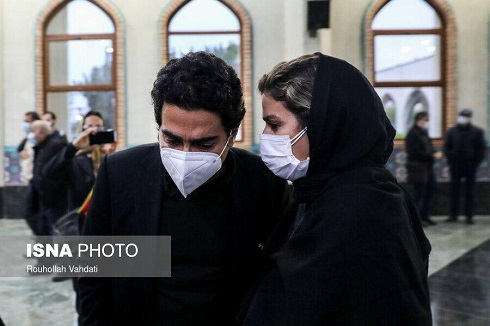 همایون شجریان و سحر دولتشاهی در مراسم اقامه نماز بر پیکر استاد
