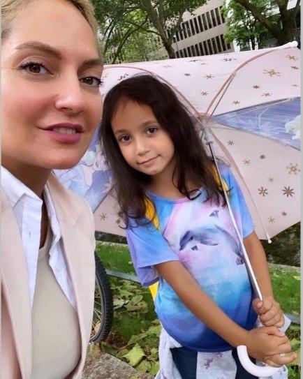 مهناز افشار در کنار دخترش لیانا