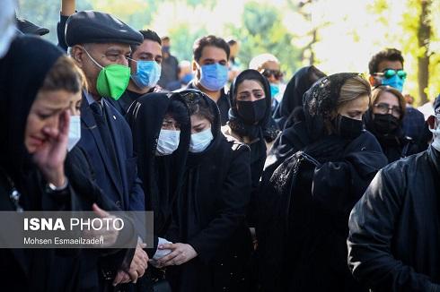خواهر و همسر دوم استاد شجریان در مراسم تشییع