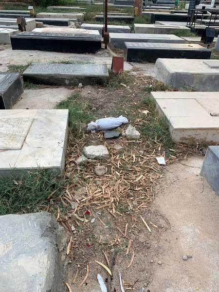 رهاسازی کودک فوتشده در قبرستان گناوه! + عکس