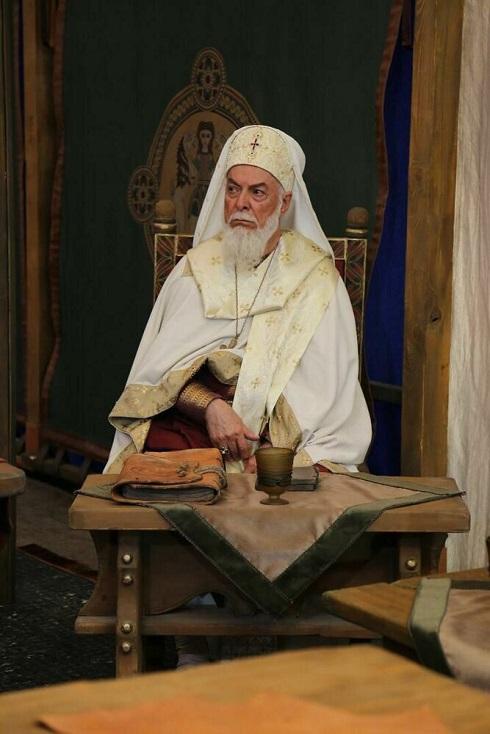 چنگیز جلیلوند در نقش اسقف مسیحی