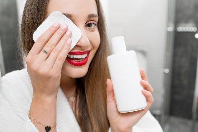 ریمل ضدآب را چگونه پاک کنیم که مژه آسیب نبیند؟,پاک کردن ریمل ضد آب