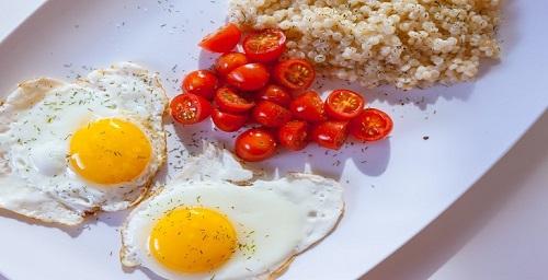 egg-with-tomato-for-breakfast.jpg